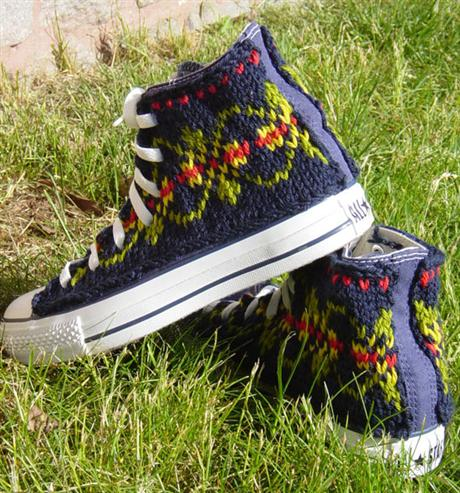 hand-knitted-converse-02